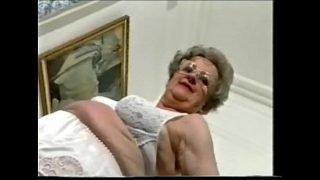 Enjoy this exhibitionist granny !! Amateur Older