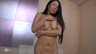 hairless tight pussy milf loves sex games