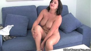 Mature mom with big tits gets finger fucked