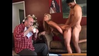 The Nutty Professor is not agaianst to have a quick bite to eat when he studies producing of feel-good chemicals with his charming volonteer Flower Tucci and her friend